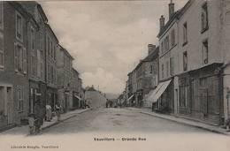 CPA GLACÉE:VAUVILLERS (70) GRANDE RUE ANIMÉE..ÉCRITE - Francia