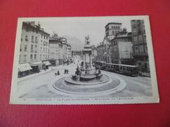 CPA LL  Lévy Fils Et Cie Paris N°70   Grenoble - La Place Notre Dame- Monument Du Centenaire  Animée Neuve     TB - Grenoble