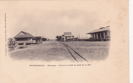 CPA AFRIQUE MADAGASCAR Majunga Avenue Et Café Au Bord De La Mer Précurseur - Madagascar