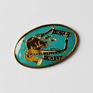 Pin's Musique Saxophone Biniou Dinan Dinant - Badges