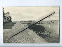 CPA -  Paimboeuf   - (Loire -Inférieure) - La Jetée Et Le Phare - Paimboeuf