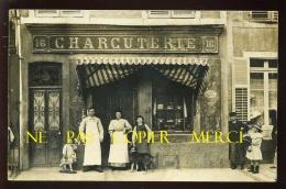 55 - VAUCOULEURS - LUCIEN MARSAL ET SA FAMILLE DEVANT SA CHARCUTERIE - CARTE PHOTO ORIGINALE - ANNUAIRE DE LA MEUSE 1913 - Otros Municipios