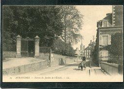 CPA - AVRANCHES - Rue Et Entrée Du Jardin De L'Evêché, Animé - Avranches