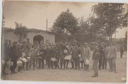 CPA PHOTO GUERRE 1914 1918 KÖNIGSBRÜCK Saxe Camp De Prisonniers Soldats Militaires Français Les Colis 1916 Tampon - Guerre 1914-18