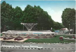 V678 Salsomaggiore Terme (Parma) - Fontana Luminosa / Viaggiata 1964 - Otras Ciudades