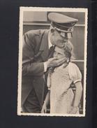 Dt. Reich AK Hitler Mit Mädchen 1943 Photo Hoffmann - Historical Famous People