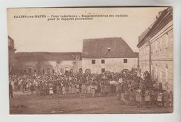 CPSM SALINS LES BAINS (Jura) - Cour Intérieure Rassemblement Des Enfants Pour Le Rapport Journalier - Autres Communes