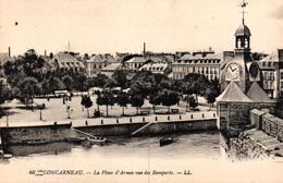 CONCARNEAU -29- LA PLACE D'ARMES VUE DES REMPARTS - Concarneau