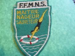 Ecusson  Tissu / Sport/ Natation/ FFMNS/ Fédération Française Maitres Nageurs  Sauveteurs/ Vers 1960-1970      ET146 - Natation