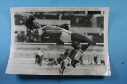 Rome Championnats D'Europe D'athlétisme 6/9/74 Marie-Christine Debourse Qualifiée Au Saut En Hauteur /71/ - Sports