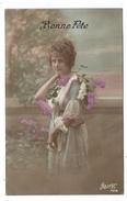 CPA Fantaisie - BONNE FETE - Jeune Femme Au Bouquet De Lilas - Frauen