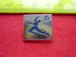 USSR Figure Skating  - Soviet Sport Pin - Skating (Figure)