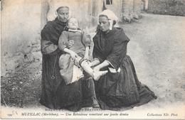 56 - MUZILLAC - 199 - Une Rebouteuse Remettant Une Jambe Démise - M.C.B. - Circulé 1904 - Edit. ND - Muzillac