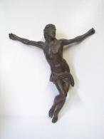 PL. 319. Crucfix En Laiton. Trés Beau Travail - Religion & Esotérisme