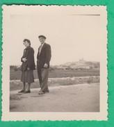 34 - Une Vue De Béziers - Un Couple - Places