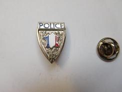 Beau Pin's , Police  , Carte De France Tricolore - Policia