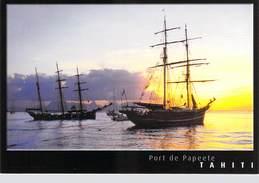 Polynésie Française- Les Iles Du Pacific Sud Voiliers Dans Le Port De PAPEETE Et L'Ile De Moorea Au Fond / TAHITI - Polynésie Française