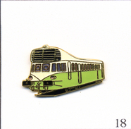 "Pin's Transport - SNCF / Autorail Renault ABJ 3 (X 3200 ""Bigoudène"") De 1935 - Version Verte. EGF. T513-18 - Transportes"