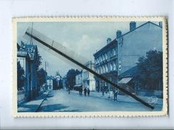 CPA -   Montbrison - Rue De La Caserne - Hôtel Des Postes - Montbrison