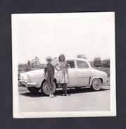 Photo Originale A.O.F. Cote D' Ivoire Bouaké Jeune Garcon Et Fille Devant Voiture Renault Dauphine - Automobiles