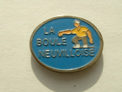 PIN´S  PETANQUE - LA BOULE NEUVILLOISE - Bowls - Pétanque