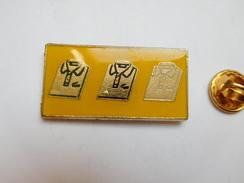 Beau Pin's , Chemise , Polo , Marque Lacoste - Marcas Registradas