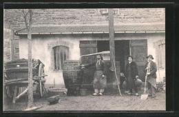 CPA Macon, Fassbauer Vor Ihrer Werkstatt, Bouilleurs De Cru - Macon