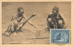 D29664 CARTE MAXIMUM CARD 1933 RUANDA-URUNDI - LOCALS WORKING WITH TYPICAL TOOLS CP ORIGINAL - Cultures