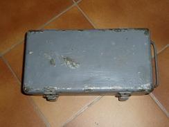 Boite Medical US 1914-18, 1939-45, Equipements,armes Neutralisées, Autres Grenade, Mines, Casques - 1939-45