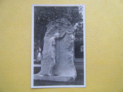 SANTIAGO. La Sculpture La Tombe De Mes Parents Par Rebecca Matte. - Chili