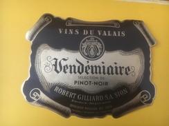 3944 - Pinot Noir Vendémiaire  Valais Suisse - Etiquettes