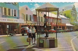 Policeman Giving Directions Heyl's Corner Front Street Hamilton Bermuda - Police - Gendarmerie