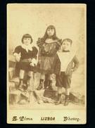 Fotografia ATELIER SOLAS Crianças / Irmãos MIMOSO De ALBUQUERQUE AMARAL CARDOSO. Old Cabinet Photo  Portugal 1890s - Ancianas (antes De 1900)