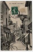 Carte Postale Thouars La Rue St Médard CPA 1910 Allumeur De Réverbères Facteur Vélo Pub Oméga Victoria - Thouars