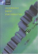 NATO OTAN Brochure / 2005 / Security Through The Partnership / Croatian Language Edition - Libros, Revistas, Cómics