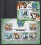MOZAMBIQUE  2011 Tigers  Sheetlet+SS Perf. - Big Cats (cats Of Prey)