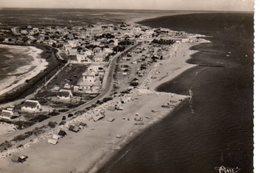 CPSM Dentelée - SAINTES-MARIES-de-la-MER (13) - Vue Aérienne Du Bourg, De La Plage Et Des Arènes En 1950 - Saintes Maries De La Mer