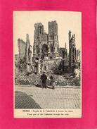51 MARNE, REIMS, Façade De La Cathédrale à Travers Les Ruines, Guerre 14-18, Animée, 1927 - Guerra 1914-18