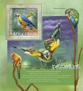 GUINEA 2014 SHEET PARROTS PERROQUETS LOROS PAPAGAIOS PAPAGEIEN PAPPAGALLI OISEAUX BIRDS AVES PASSAROS Gu14208b - República De Guinea (1958-...)