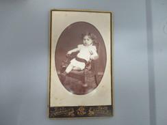 CDV ENFANT FAUTEUIL  PHOTOGRAPHE BOURIGAULT NANTES - Oud (voor 1900)