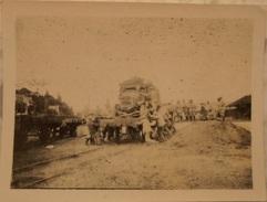 Photo Soldats Français Chargement D'un Camion Berliet Sur Un Train Wagon  / 14-18 / WW1 / POILU - 1914-18