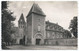 PERRECY LES FORGES ( 71 - Saône Et Loire) - Le Dispensaire Et L'Eglise ( Belle Vue De Cette Place , Rue ... ) - France