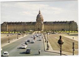Paris: OPEL KADETT-B CARaVAN, RENAULT 16, CITROËN DS, AUSTIN MINI, MERCEDES W108/09, PEUGEOT 404 - Hotel Des Invalides - Passenger Cars