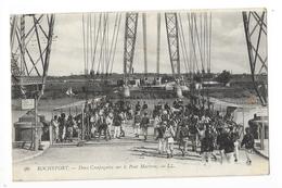 ROCHEFORT  (cpa 17)  Deux Compagnies Sur Le Pont Martron  -   - L 1 - Rochefort
