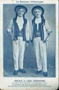 Type Breton - Lot De 2 Cartes Postales (Jehan Et Loïc Kernevel) Costumes Moutons Blancs, Sonneries Bombardes - Voir Scan - Frankreich