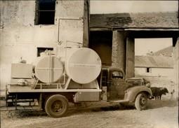 PHOTO - Photo De Presse - CALVADOS - Collecte Sous Vide Du Lait - Camion Citerne - New-York Times 1946 - Métiers