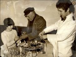 PHOTO - Photo De Presse - Rotisserie Lutetia - Dégustation D'huitres - 1974 - AFP - Photos