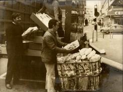 PHOTO - Photo De Presse - Towcester - Boulanger De BOULOGNE SUR MER A Livré 3000 Pains - AFP - 1974 - Autres