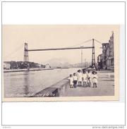 VCYTPA3876CPA-LFTMD8433TARPU.Tarjeta Postal De Vizcaya.Edificios,NIÑOS JUNTO A LA RIA DE BILBAO  Y PUENTE DE VIZCAYA - Puentes