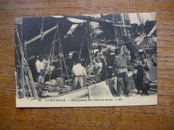 """Réédition , La Rochelle , Déchargement D'un Bateau De Morues """""""" Carte Avec Belle Animation """""""" - La Rochelle"""